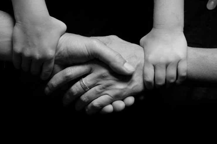 hand linked B:W